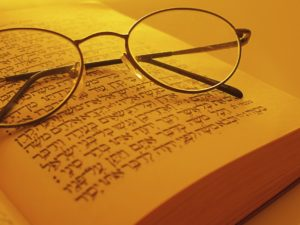 Glasses-and-Torah-Jewish-schools1-1068x801